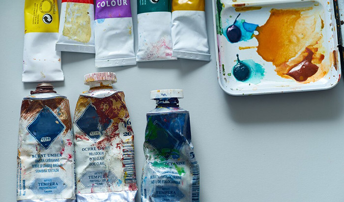 the differences between tempera paint and acrylic paint